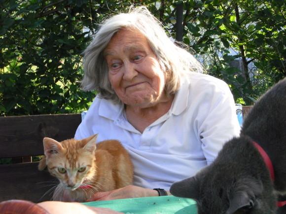 Margherita Hack festeggia il suo 90° compleanno coi gatti!